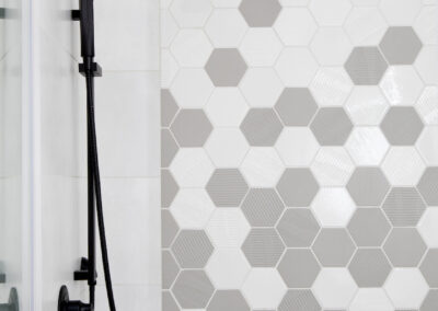 alexandra-interiors-interior-designer-north-vancouver-chester-street-modern-bathroom-hexagon-tile-black-shower-head