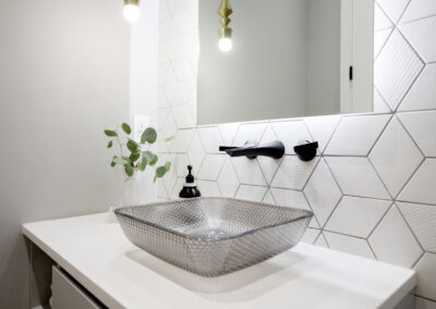 alexandra-interiors-interior-designer-north-vancouver-chester-street-modern-glass-sink-black-faucet